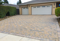 Driveway with design pattern paving stones